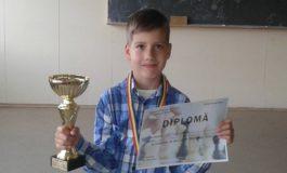 FOTO: Tânărul şahist albaiulian George Pleşa, învangător în turneul de şah pentru copii, de la Simeria