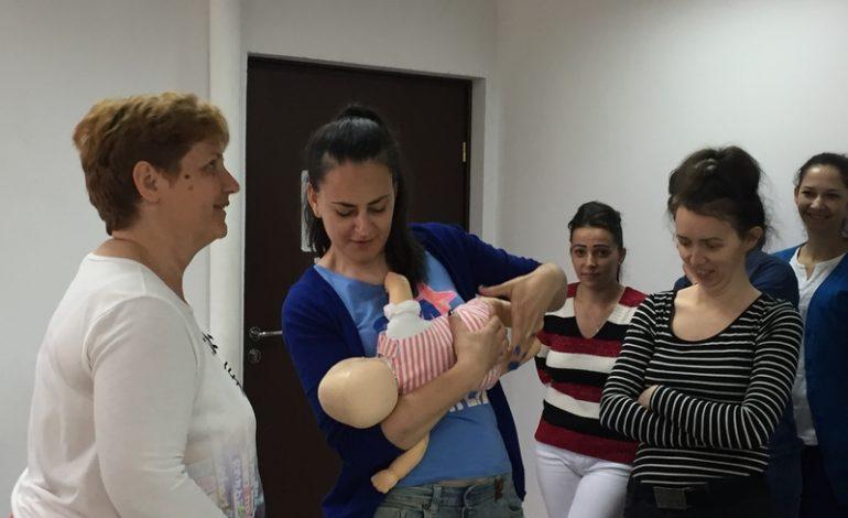 FOTO: Crucea Roşie Română Filiala Alba a organizat cursuri de prim ajutor pentru angajatele creşelor din Alba Iulia