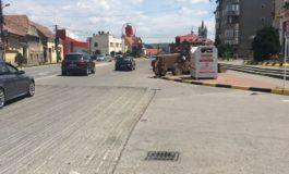 FOTO: Lucrări de asfaltare pe strada Valea Frumoasei din Municipiul Sebeş. Zona va fi semaforizată