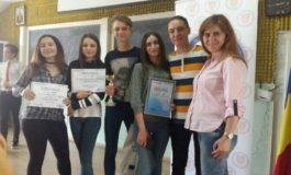 """FOTO: Elevi de la Colegiul Economic """"D.P. Marţian"""" din Alba Iulia, locul III la concursul """"Şcoala fără violenţă"""", organizat de Poliţie, la Oradea"""