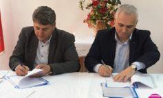 FOTO: A fost semnat protocolul de colaborare între ACoR Alba și Asociația Primarilor din Raionul Cantemir. Întărirea legăturii cu Republica Moldova, un obiectiv esenţial