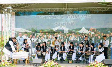 """FOTO: Festivalul de tradiţii şi obiceiuri """"Cultură pentru Cultură"""", premiile de la Ciugud. Comunităţile din zona Aiud  - Ocna Mureş se întrec, duminică, la Unirea, în ultima etapă"""