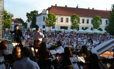 De astăzi în Piaţa Cetăţii din Alba Iulia va răsuna muzica de calitate. Programul complet al Sărbătorii Muzicii 2018