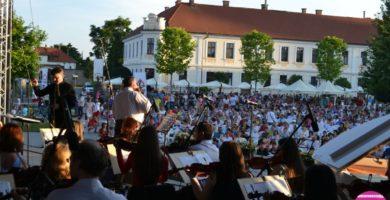 """FOTO-VIDEO: Analia SELIS – """"Tango în Cetate"""" și """"Valsul Secolului"""", în a doua seară a Festivalului """"Sărbătoarea Muzicii"""" de la Alba Iulia"""