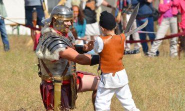 """FOTO: START pentru Festivalul Cetăţilor Dacice– """"Puii de daci"""" s-au """"luptat"""" în cunoştinţe despre istoria dacilor. Echipele din Cetatea de Baltă şi Săsciori au câştigat """"întrecerile generaţiei pui de dac"""""""