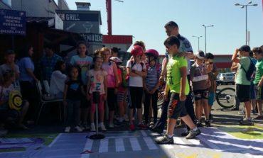 """FOTO: """"Vacanţă în siguranţă"""", la Alba Iulia. Oră de educaţie rutieră pentru copii şi părinţi"""