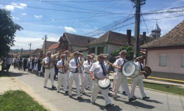 FOTO-VIDEO: Aproximativ 350 de persoane au participat la Sărbătoarea Iei de la Petreşti