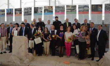"FOTO: Cadrele didactice universitare din Alba Iulia, premiate de municipalitate, la ""Urbis Grates"" 2017"