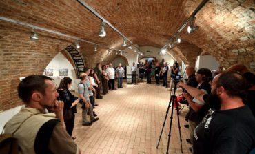 """FOTO: """"TRINITAS LUCAEM"""" Oglinzile Aiudului vs. oglinzile fotografiei. Aiudul s-a transformat în capitala artei fotografice"""