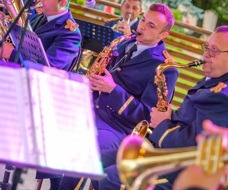 FOTO: Concert extraordinar de fanfare la Blaj, cu ocazia Zilei Imnului Naţional al României