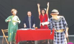 VINERI şi DUMINICĂ: Spectacolele cu skepsis, în aer liber, continuă cu două piese în faţa Muzeului Naţional al Unirii, cu o colaborare internaţională
