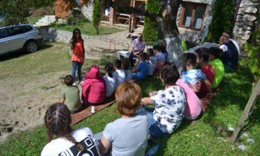 """FOTO: Polițiștii din Alba au continuat activitățile de informare, în centrele de tineret și casele de tip familial din județ, în cadrul proiectului """"Vacanță în siguranță"""""""