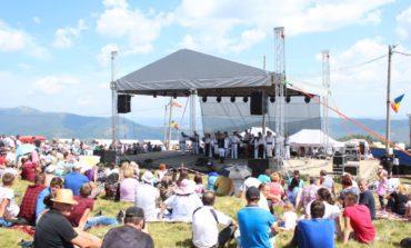 FOTO: Târgul de Fete şi-a regăsit valoarea autentică şi tradiţională prin promovarea meşteşugurilor, folclorului şi tradiţiilor autentice
