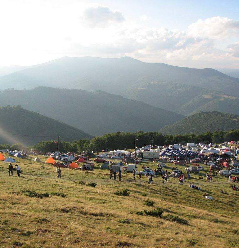 Aproximativ 70 de jandarmi asigură măsurile de ordine publică la manifestările de pe Muntele Găina și de la Avram Iancu, în weekend