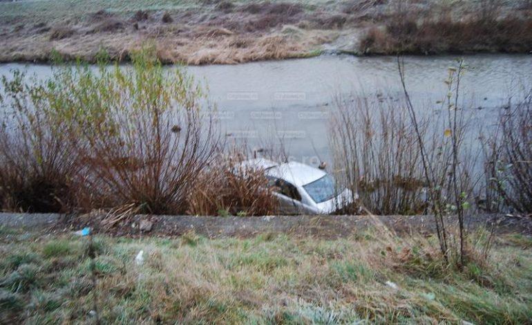 Accident la Cîmpeni: Un bărbat a ajuns cu maşina în râul Arieş