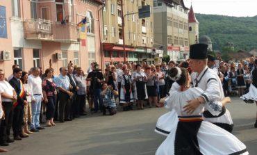 FOTO-VIDEO: S-a dat startul Festivalului Internațional de Folclor, de la Aiud și Ocna Mureș. Parada portului popular și spectacole pline de culoare în centrul orașului