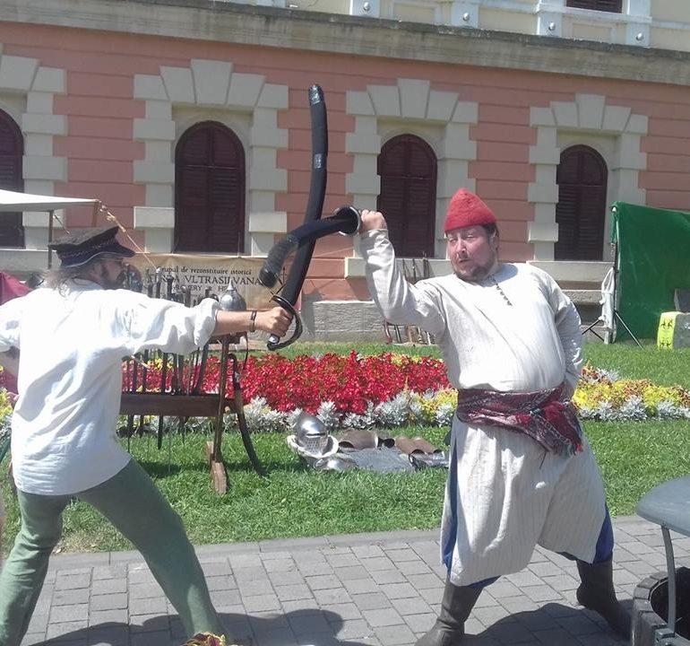 """FOTO – VIDEO: S-a dat startul Festivalului de Artă Medievală """"Zilele Bălgradului"""", de la Alba Iulia. Două zile de teatru, muzică, dans și poezie"""