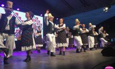 FOTO-VIDEO: Spectacole pline de culoare și multă voie bună în cea de-a doua zi a Festivalului Internațional de Folclor, de la Aiud și Ocna Mureș