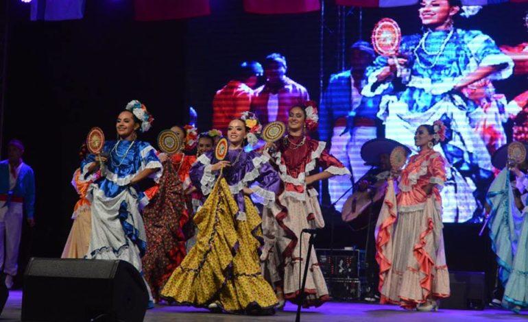FOTO-VIDEO: S-a tras cortina peste Festivalul Internaţional de Folclor Aiud 2017. Specacol de gală, diplome, cupe tuturor ansamblurilor participante