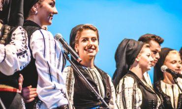 """FOTO: Festivalul """"Cântec de suflet"""", la Alba Iulia. Piaţa Cetăţii a răsunat de muzică folclorică autentică"""