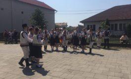 """FOTO: Cântec, joc şi voie bună, la sărbătoarea comunei Vinţu de Jos, """"Mărie, dragă Mărie"""""""