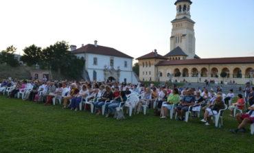 FOTO-VIDEO: Festivalul Dilema Veche, la Alba Iulia. Conferinţe, recitaluri şi spectacole pline de culoare în prima zi