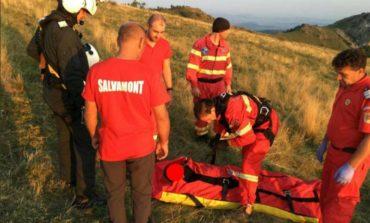 FOTO: Un bărbat a fost rănit grav după ce a căzut cu parapanta în zona Piatra Secuiului, la Rimetea. A fost transportat cu elicopterul SMURD la spitalul din Târgu Mureș