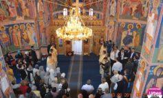 """FOTO: Sărbătoare pentru comunitatea din Teleac-Drâmbar. Noua Biserică cu hramul """"Sfântul Ierarh Nicolae"""" din Teleac a fost sfinţită, duminică, de Înaltpreasfinţitul Irineu"""