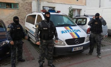 FOTO: Razie efectuată de poliţişti, la Cugir. Amenzi de aproape 30.000 de lei şi mai mulţi autori de infracţiuni, indentificaţi