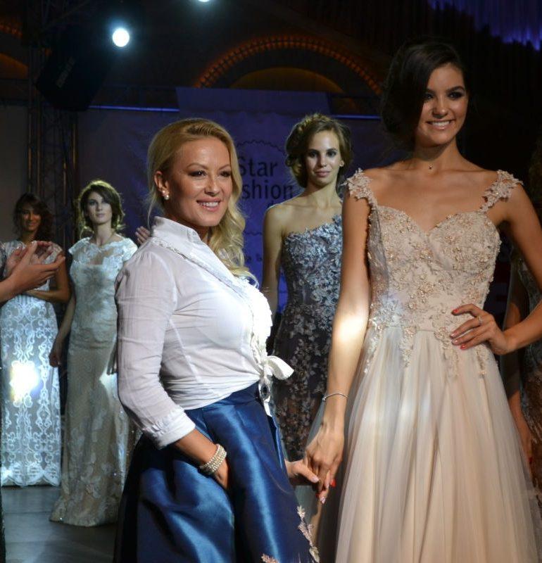 """FOTO-VIDEO: Seară plină de eleganţă, la Hanul dintre Sălcii de la Alba Iulia. Designeri de marcă şi-au prezentat colecţiile cu ocazia lansării agenției """"Star Models"""""""