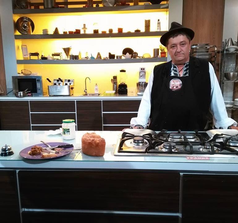 """VIDEO: Ciorba de miel cu organe a lui Ioan Miclea zis """"Românu"""", din Bucerdea Vinoasă a luat trei cuţite în cadrul emisiunii """"Chef la cuțite"""" de la Antena 1"""