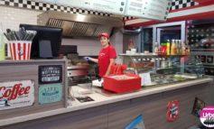 FOTO: S-a deschis un nou fast food în Alba Iulia. Vegass Burger vă aşteaptă cu cei mai buni burgeri din oraş şi alte specialităţi