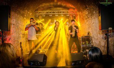 """FOTO-VIDEO: S-a tras cortina peste Festivalul Alba Jazz 2017 de la Alba Iulia. Concerte de excepţie susţinute de Big Band-ul """"Augustin Bena"""" al Județului Alba, Les Nauges, The Puzzles şi Mandinga"""