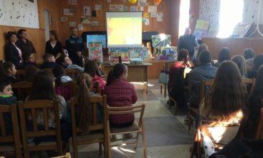 """FOTO: Campania  """"Săptămâna Prevenirii Criminalităţii"""". Sute de elevi din Alba au participat la sesiuni de informare susţinute de poliţişti şi profesori, despre siguranţa în mediul online"""