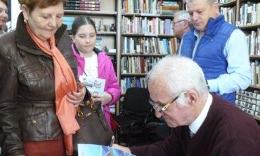 """FOTO: ,,Voleiul între laude și aplauze-Județul Alba"""", cartea semnată de profesorul Mihai Frăţilă a fost lansată la Alba Iulia"""