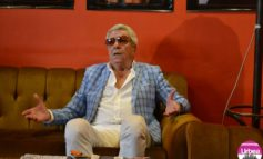 """FOTO-VIDEO: Ion Dichiseanu, la """"Poveşti"""" cu albaiulienii. Actorul şi-a lansat cartea """"Adevărul, mai frumos decât legenda"""""""