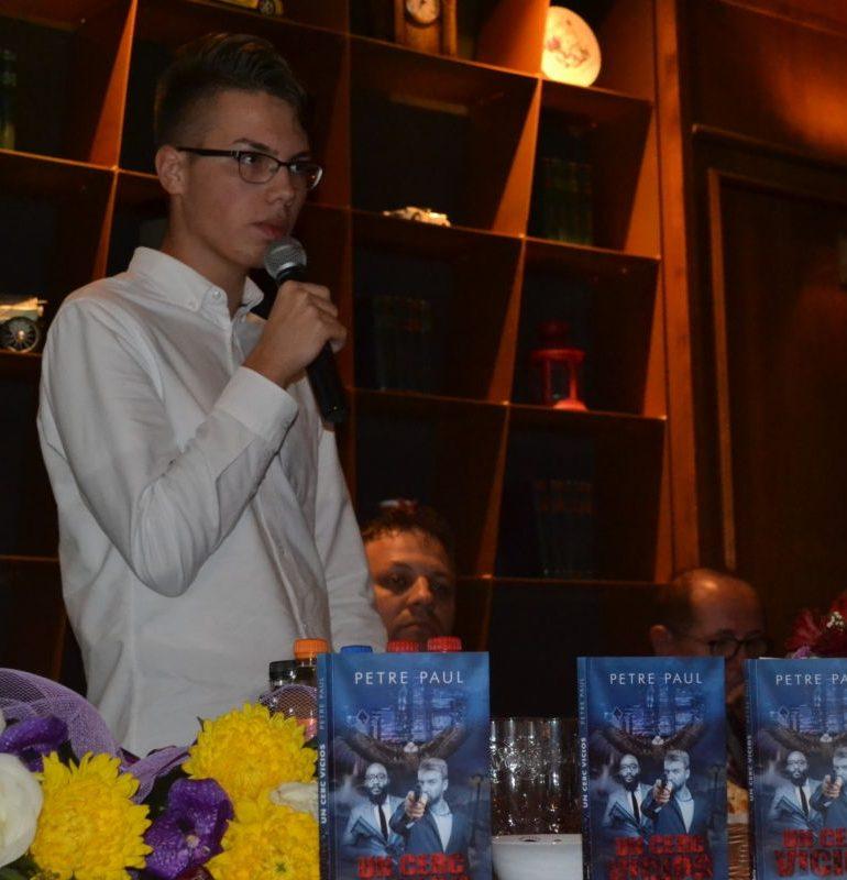 """FOTO-VIDEO: """"Un cerc vicios"""", cea mai recentă carte a tânărului albaiulian Petre Paul a fost lansată la Alba Iulia"""
