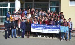 FOTO: Săptămâna Prevenirii Criminalităţii, la Alba. Poliţiştii  le-au oferit recomandări elevilor şi altor locuitori ai judeţului, pentru prevenirea violenţei în familie