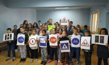 """FOTO: Ultima zi din campania """"Săptămâna Prevenirii Criminalităţii"""", în Alba. Lecţii de educaţie rutieră, patrule şcolare în acţiune şi cadouri pentru biciclişti"""