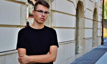 """(INTERVIU) Petre Paul, tânărul albaiulian care la vârsta de 18 ani a scris două cărţi: """"Scrisul nu e mort, chiar dacă poate părea așa la o primă vedere"""""""