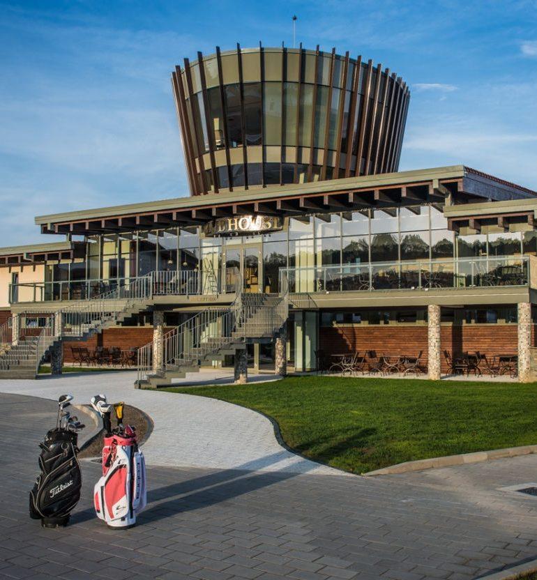 FOTO: Theodora Golf Club, cel mai mare resort de golf din România, îşi deschide porţile, duminică, la Teleac
