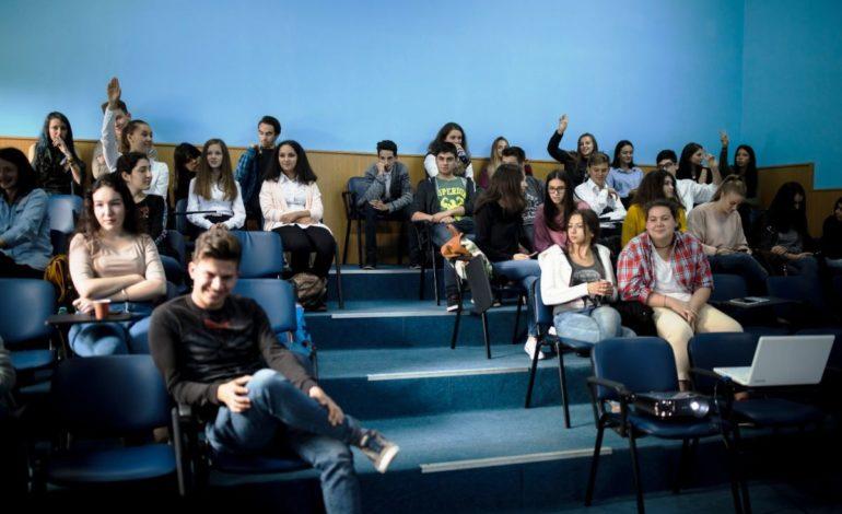 FOTO: Noua echipă YouthBank prinde contur. Zeci de tineri din mai multe licee din Alba au aplicat pentru program