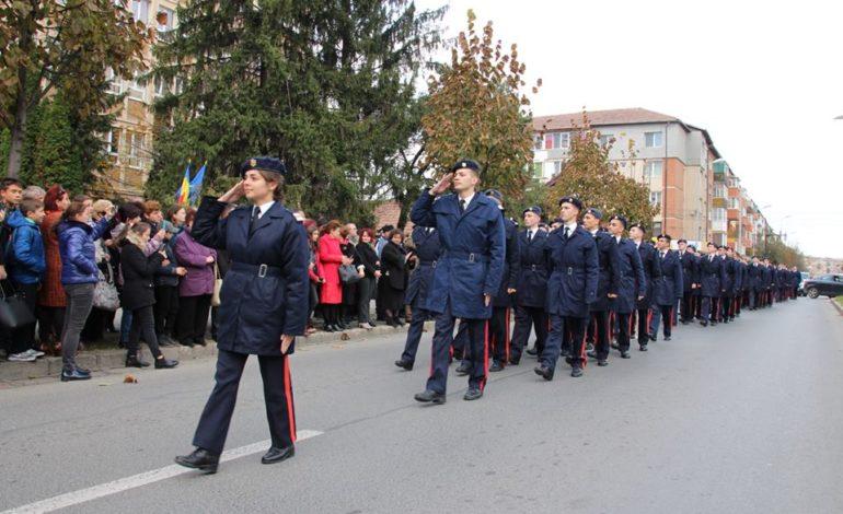"""FOTO: Colegiul Naţional Militar ,,Mihai Viteazul"""" a sărbătorit 98 de ani de existenţă"""