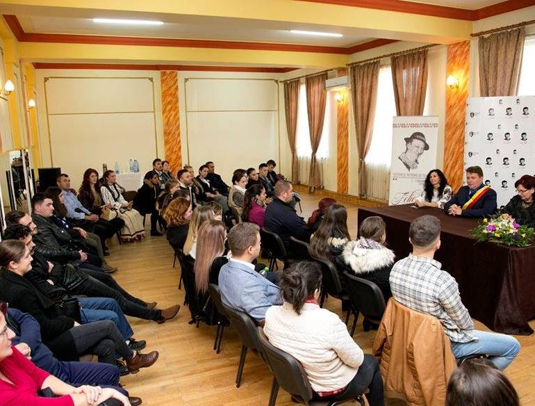 """FOTO: Festivalul Naţional de Folclor """"Felician Fărcaşiu"""" – Concurs de interpretare a cântecului popular românesc, la Sebeş. 18 concurenţi se vor lupta pentru marele premiu"""