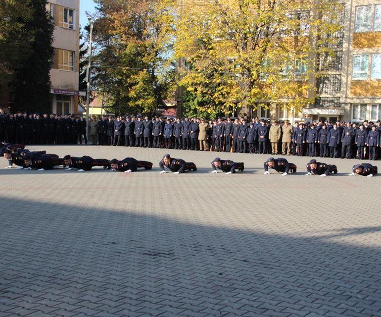 """FOTO: Finala concursului tematic ,,Instrucţie cu cântec"""", la Colegiul Naţional Militar """"Mihai Viteazul"""" Alba Iulia. Compania claselor a XII-a, pe primul loc"""