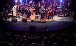 """FOTO: Premiera concertului simfonic susţinut de Mircea Vintilă şi Alexandra Uşurelu. Sute de albaiulieni au mers """"într-o barcă"""" până """"la capătul lumii"""""""