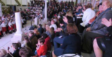 """FOTO: Gala """"Academia Doamnelor"""", la Alba Iulia. Distincţii pentru voluntari şi finanţatori"""