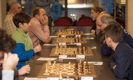 FOTO: Vladislav Nevednichy continuă să conducă în Openul Internaţional al României la şah. Sandru Sicra învingător în Openul Judeţului Alba