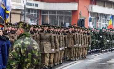 FOTO: Repetiţie pentru defilarea militară de 1 Decembrie la Alba Iulia