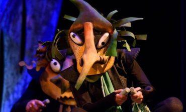"""LUNI: Spectacolul """"Mica Vrăjitoare"""", pus în scenă de Teatrul de Păpuși Prichindel, la Casa de Cultură a Studenţilor din Alba Iulia"""